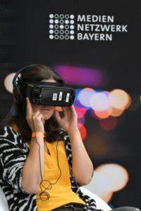 Auf den Medientagen in München konnten die Besucher an vielen Ständen Virtual Reality ausprobieren. Foto: Medientage München