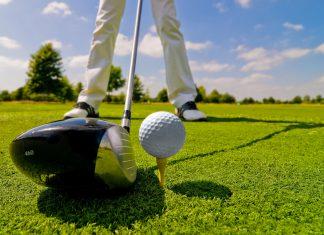 Golfabschlag Golfplatz Golfspieler