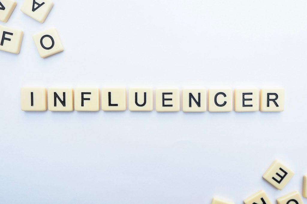 Influencer Ausbildung Slogan Letters