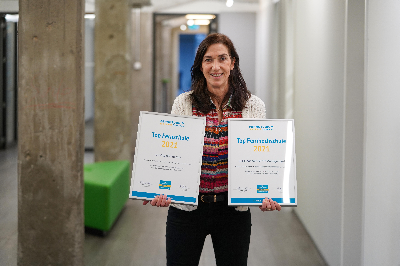 IST-Geschäftsführerin Dr. Katrin Gessner-Ulrich freut sich über die Auszeichnungen.